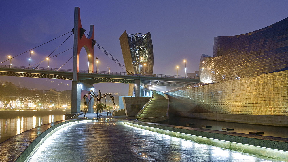 The Fog Sculpture, Maman and the Eye and the Arcos Rojos at the Guggenheim, Bilbao, Biscay, Basque Country, Spain, Europe