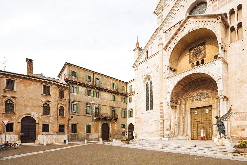 Exterior of Duomo (Cattedrale Santa Maria Matricolare), Verona, Veneto Province, Italy, Europe