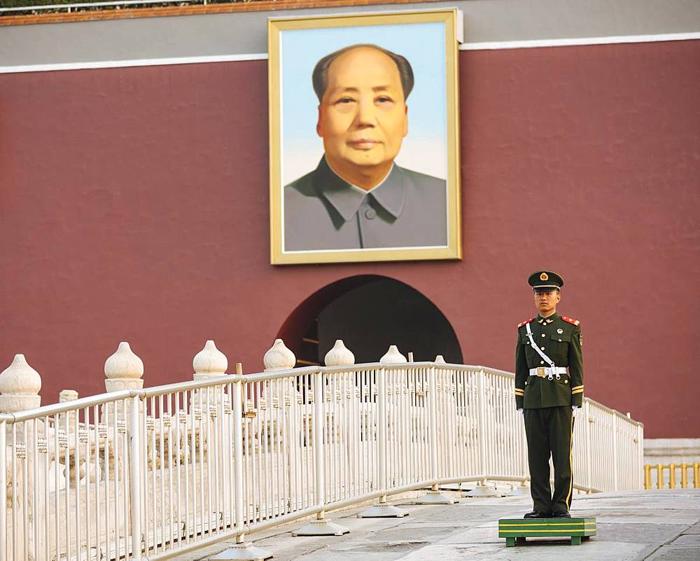 Gate of Heavenly Peace with Mao's Portrait and guard, Tiananmen Square, Beijing, China, Asia - 848-1503