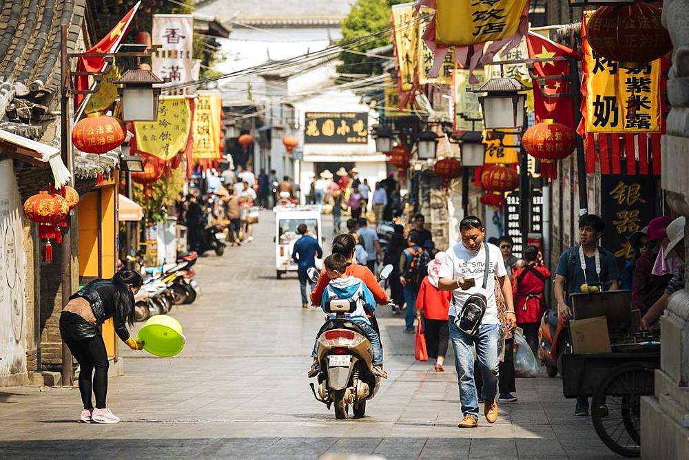 Street scene, Jianshui, Yunnan Province, China, Asia
