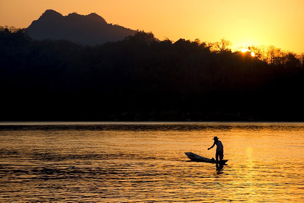 Fishing boat on Mekong River, Luang Prabang, Laos, Indochina, Southeast Asia, Asia