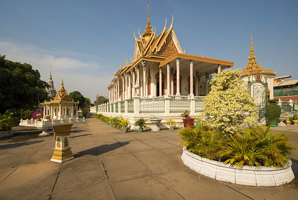 Wat Preah Keo Morakot (Silver Pagoda) (Temple of the Emerald Buddha), Phnom Penh, Cambodia, Indochina, Southeast Asia, Asia