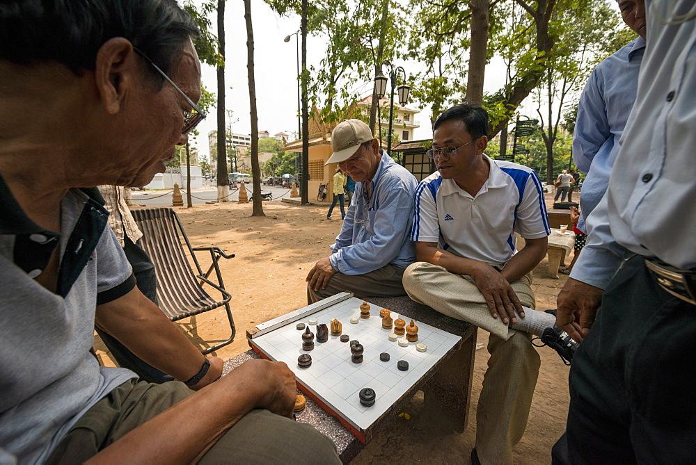 Cambodian chess near Wat Phnom, Phnom Penh, Cambodia, Indochina, Southeast Asia, Asia