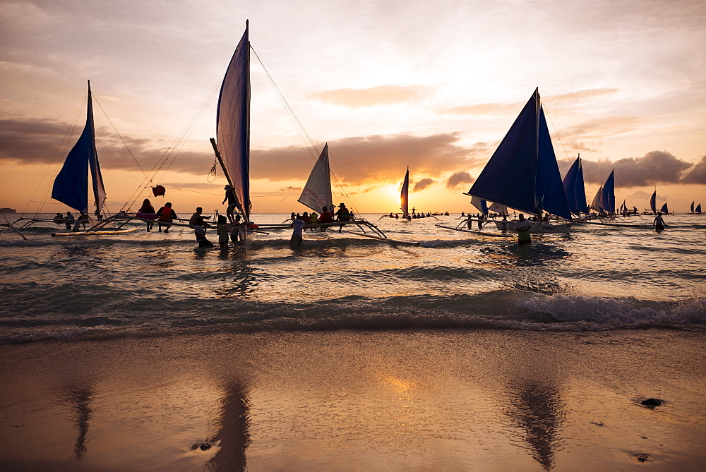 Paraw boats, White Beach, Boracay, The Visayas, Philippines, Southeast Asia, Asia - 848-882