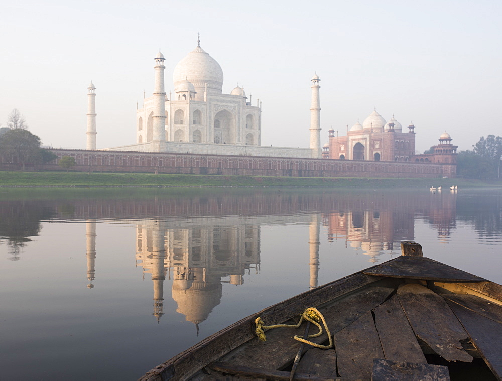 Dawn on the Taj Mahal from Yamuna River, UNESCO World Heritage Site, Agra, Uttar Pradesh, India, Asia - 848-905