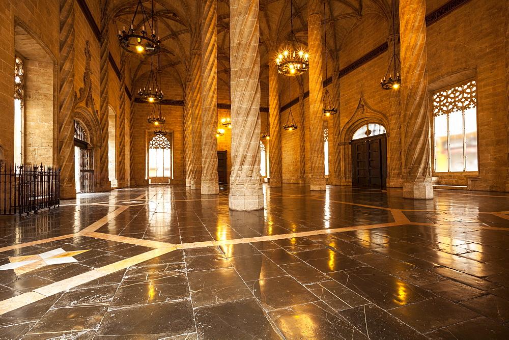 Gothic architecture inside La Lonja de la Seda (La Lonja) (Silk Exchange), UNESCO World Heritage Site, Valencia, Spain, Europe