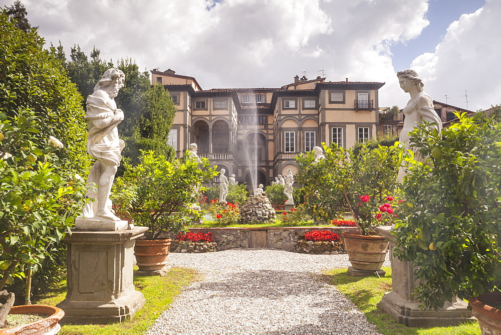 The gardens of Palazzo Pfanner in Lucca which date back to the 17th century, Lucca, Tuscany, Italy, Europe