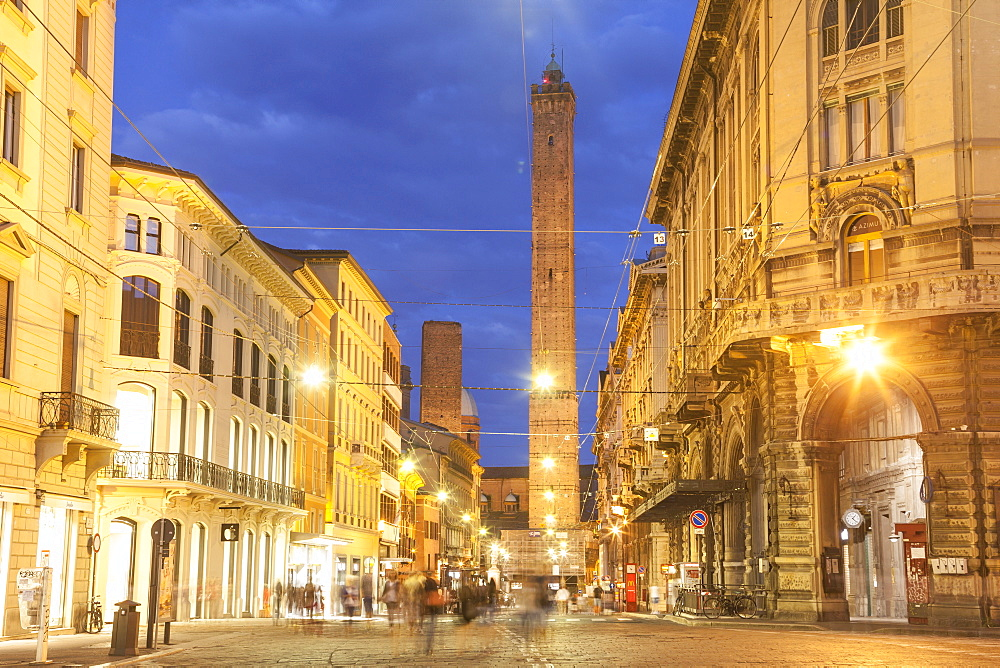The Asinelli and Garisenda towers in the historic centre of the city of Bologna, UNESCO World Heritage Site, Emilia-Romagna, Italy, Europe