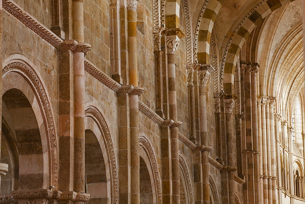 La Basilique of Sainte Madeleine de Vezelay, an 11th century Benedictine Monastery, UNESCO World Heritage Site, Yonne, Burgundy, France