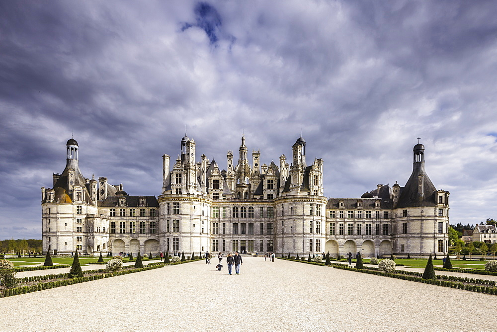 The chateau of Chambord, one of the most recognizable castles in the World, UNESCO World Heritage Site, Loire Valley, Loir et Cher, Centre, France, Europe - 849-1743