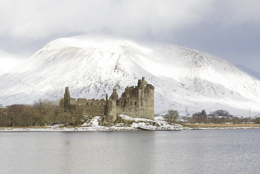 Kilchurn Castle and Loch Awe in the Scottish Highlands.