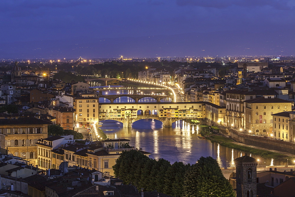 The River Arno and Ponte Vecchio at dusk, UNESCO World Heritage Site, Florence, Tuscany, Italy, Europe - 849-1781