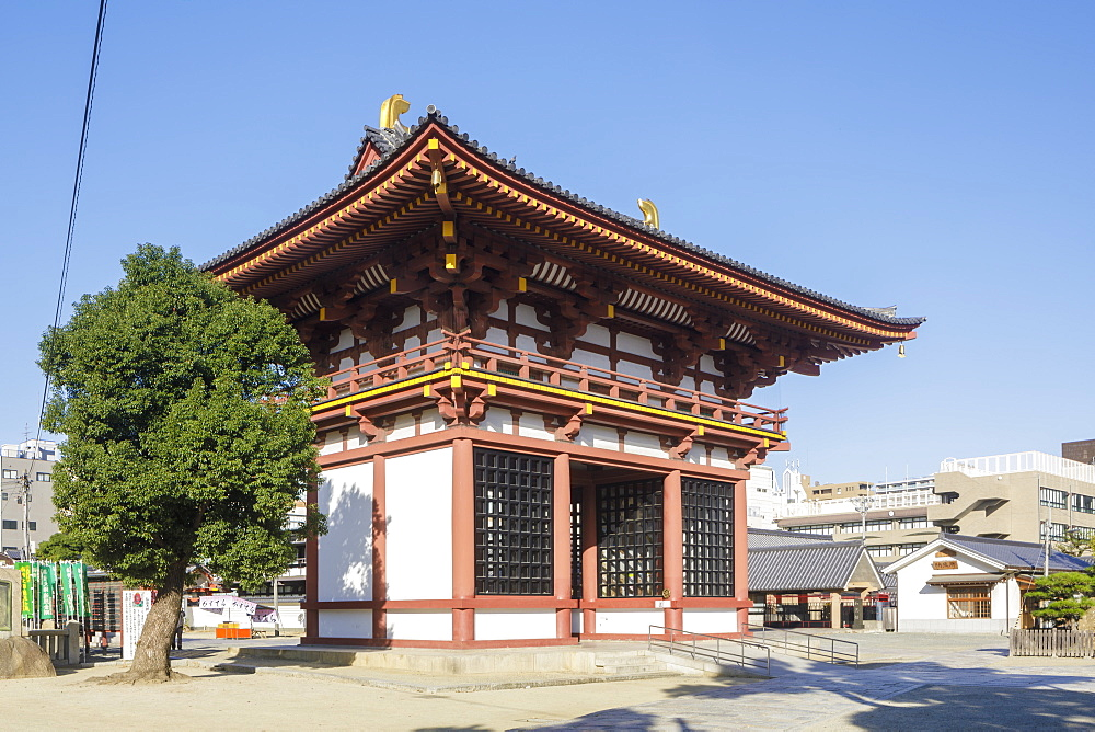 Shitennoji Temple, named after the four heavenly kings of Buddhist tradition, Osaka, Japan, Asia