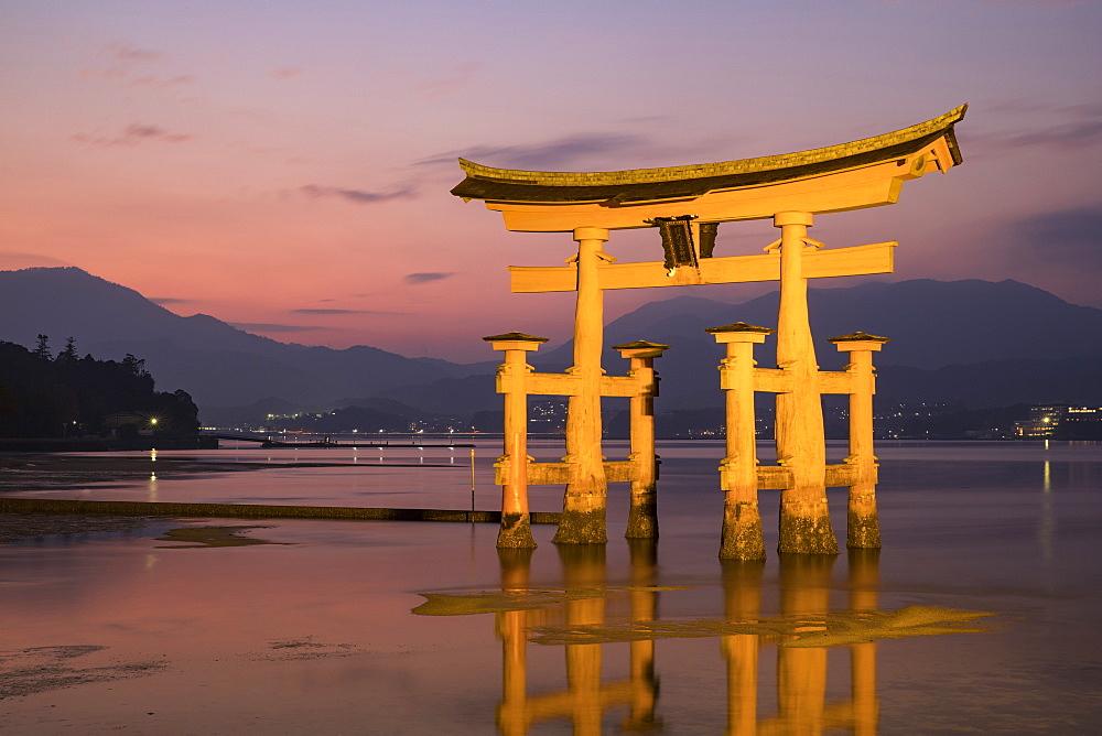 Itsukushima Shrine torii gate, UNESCO World Heritage Site, Miyajima, Hiroshima Prefecture, Japan, Asia - 849-1893
