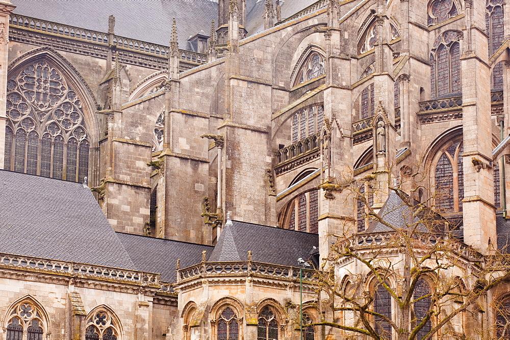 Flying buttresses on St.-Julien du Mans Cathedral, Le Mans, Sarthe, Pays de la Loire, France, Europe