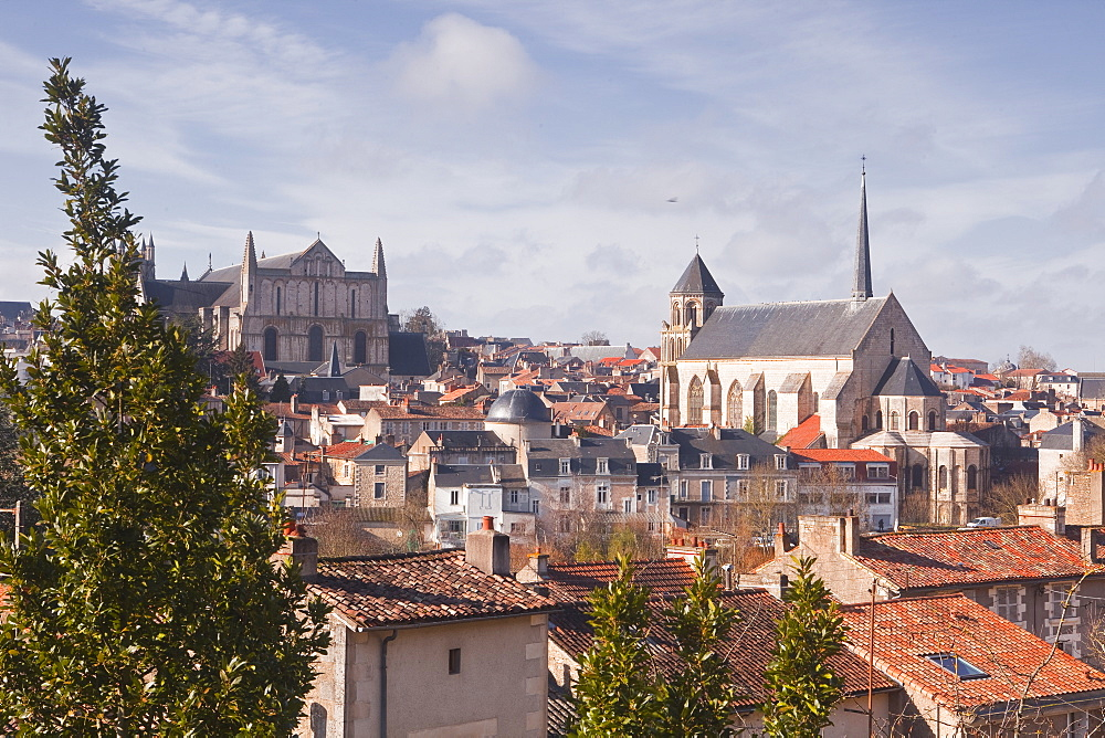 A general view of the city of Poitiers with the cathedral of Saint Pierre at the top of the hill, Poitiers, Vienne, Poitou-Charentes, France, Europe