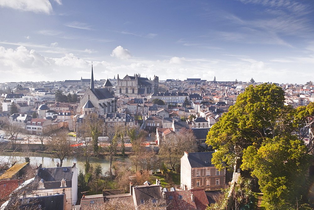 A general view of the city of Poitiers with the cathedral visible at the top of the hill, Poitiers, Vienne, Poitou-Charentes, France, Europe