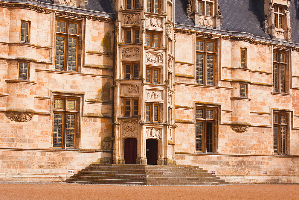 Palais Ducal de Nevers (Duke's Palace), castle dating from the 15th and 16th centuries and a historic monument, Nevers, Burgundy, France, Europe