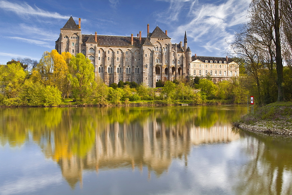The River Sarthe and the abbey at Solesmes, Sarthe, Pays de la Loire, France, Europe