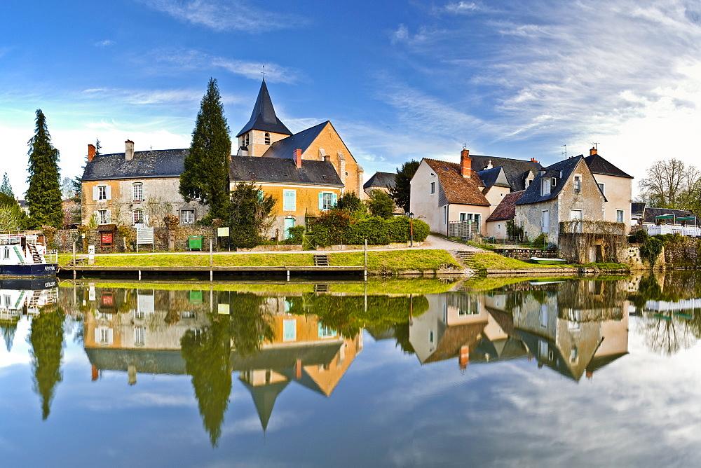 The village of Malicorne-sur-Sarthe, Sarthe, Pays de la Loire, France, Europe