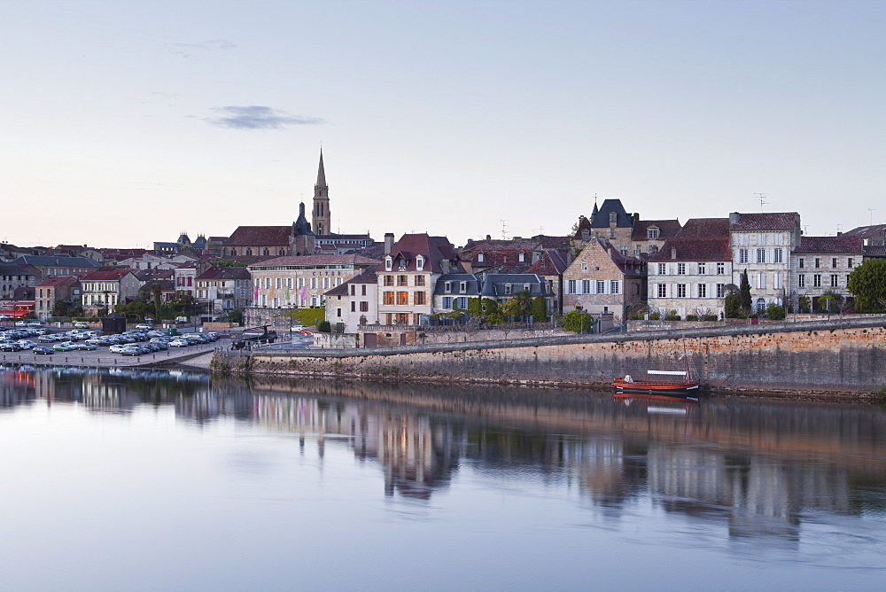 The old town of Bergerac across the River Dordogne, Dordogne, France, Europe