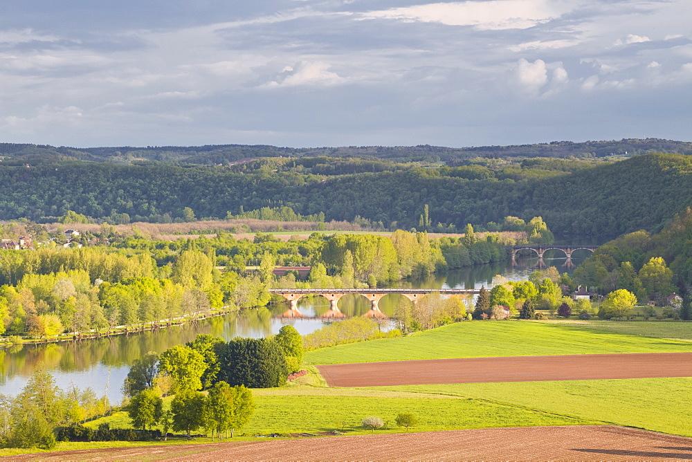 The valley of the Dordogne River, Dordogne, France, Europe