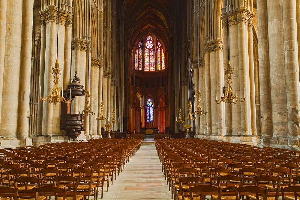 The gothic nave of Notre Dame de Reims cathedral, UNESCO World Heritage Site, Reims, Champagne-Ardenne, France, Europe