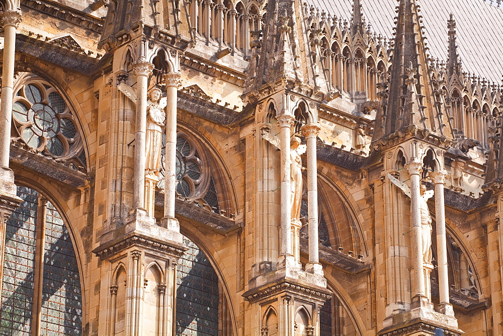 Detail of the gothic architecture on the southern facade of Notre Dame de Reims cathedrall, UNESCO World Heritage Site, Reims, Champagne-Ardenne, France, Europe