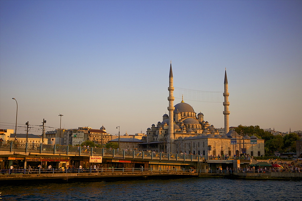 The new mosque (Yeni Cami) and Galata Bridge, Istanbul, Turkey, Europe, Eurasia