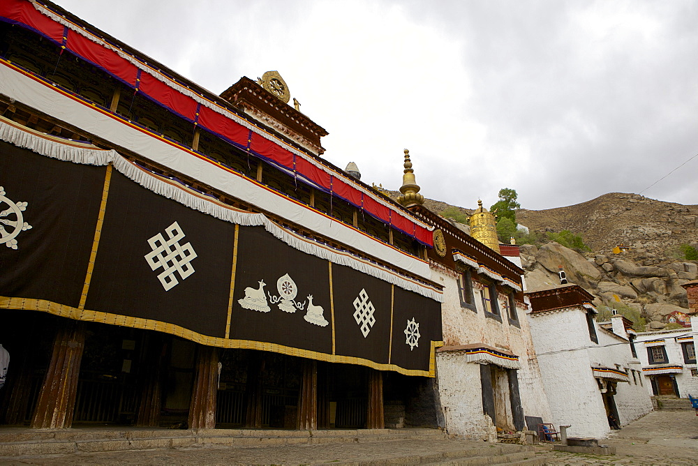 Entrance to the assembly hall at Sera Monastery, Lhasa, Tibet, China, Asia