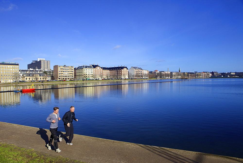 Joggers along Sortedams So (Sortedams Lake), Copenhagen, Denmark, Scandinavia, Europe