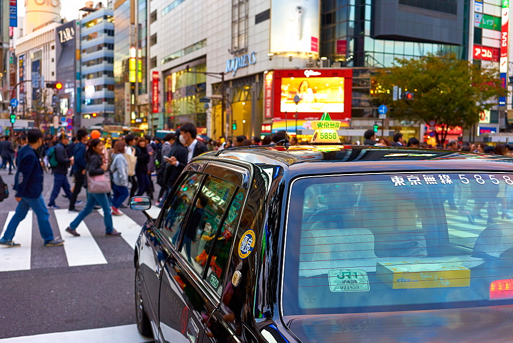 Japanese taxi waiting at the Shibuya Crossing, Tokyo, Japan, Asia
