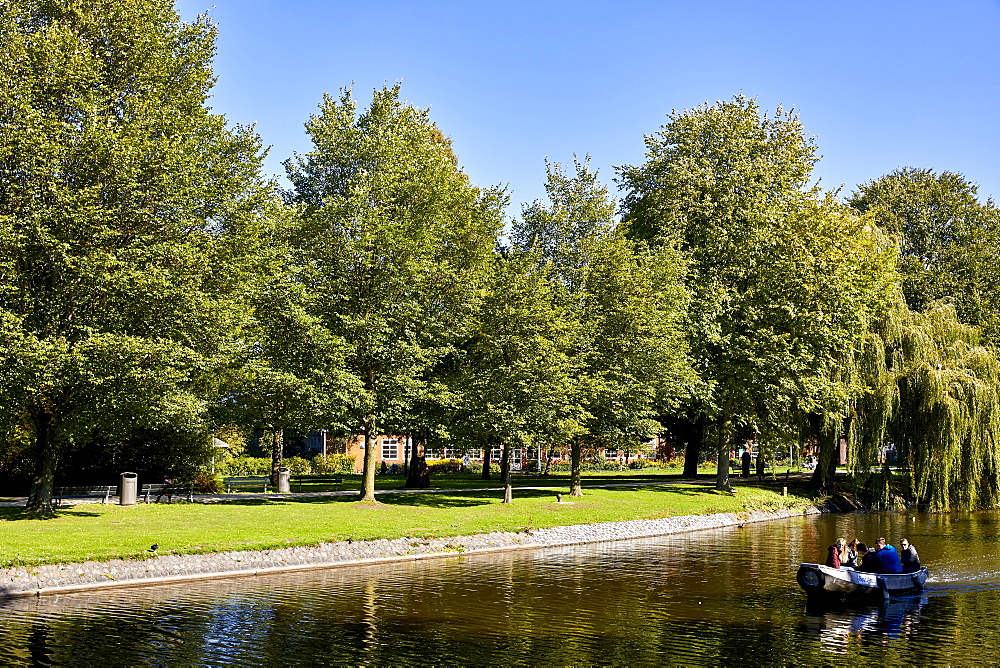 Westerpark & Haarlemmervaart, the canal between Amsterdam and Haarlem, Amsterdam, Netherlands. - 851-903