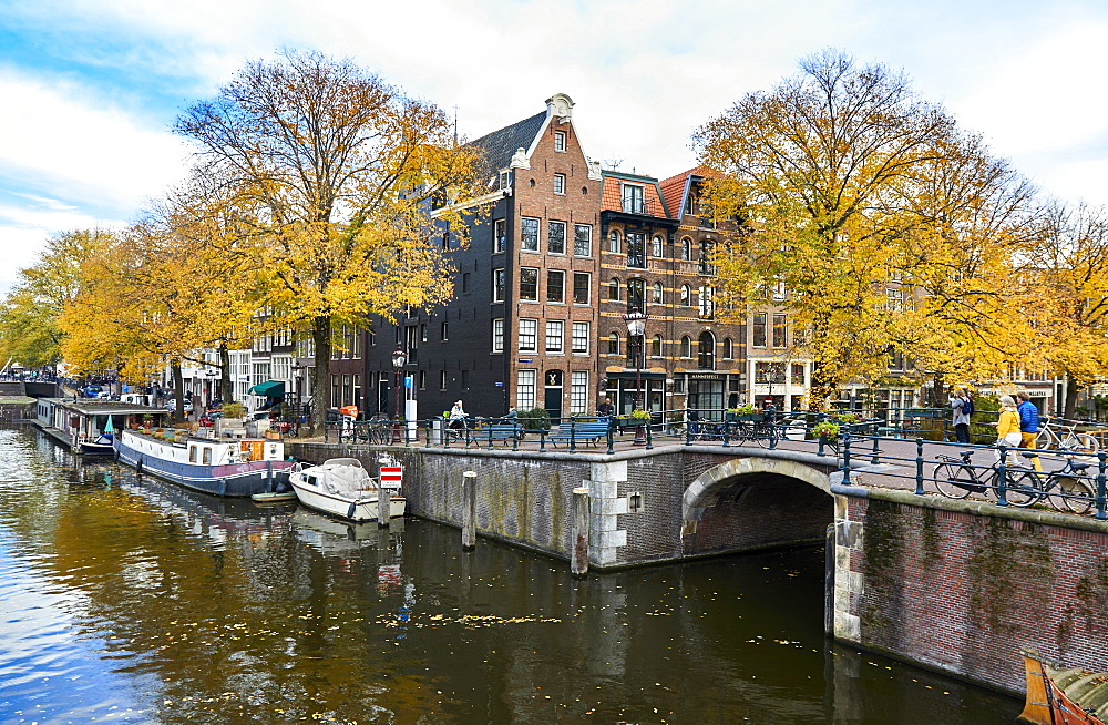 Canal houses at Korte Prinsengracht in autumn, Brouwersgracht, Amsterdam, North Holland, The Netherlands, Europe - 851-918