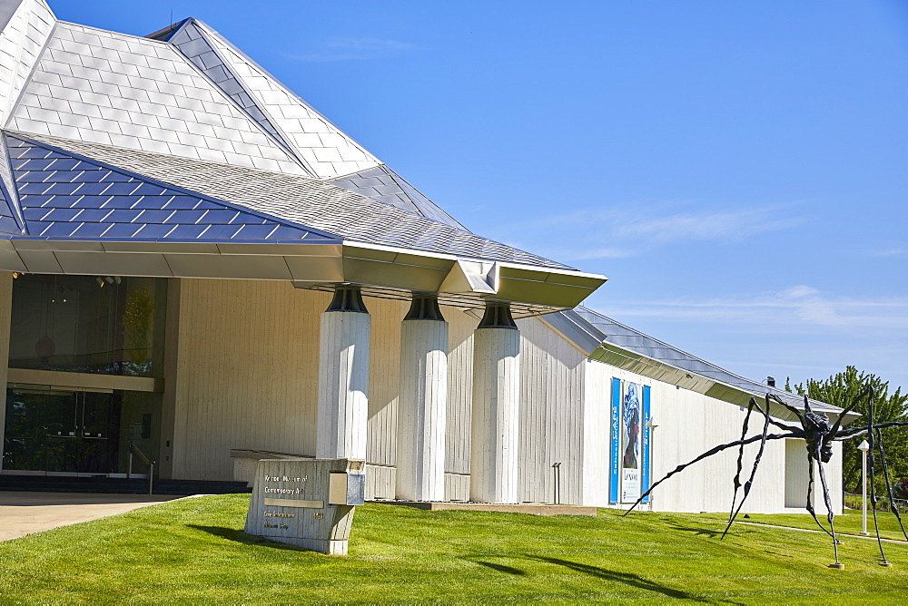 Kemper Museum of Contemporary Art in KC. - 851-933