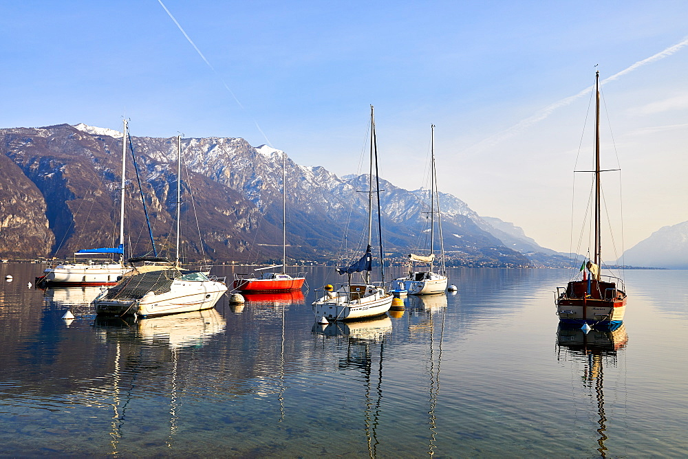 Sailing boats in the harbour at Borgo di Pescallo in Bellagio, Lake Como, Lombardy, Italian Lakes, Italy, Europe - 851-942