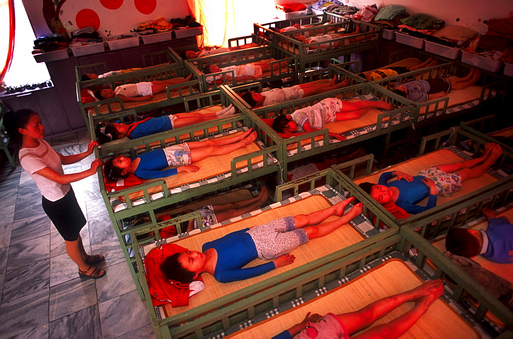 2001 The elite gymnastics school in Xiantao, Hubei province. After lunch, all the pupils go to the common sleeping room to have a nap. 40 pupils are sleeping in this room.
