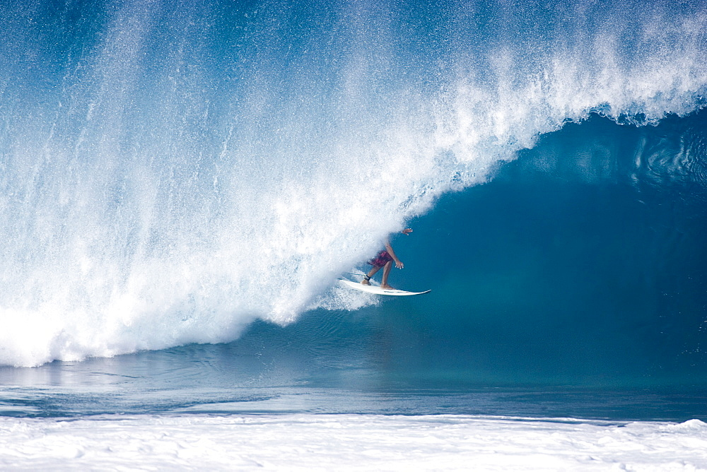 Randall Paulson  surfing at Pipeline on Oahu's north shore, Dec 1th 2004