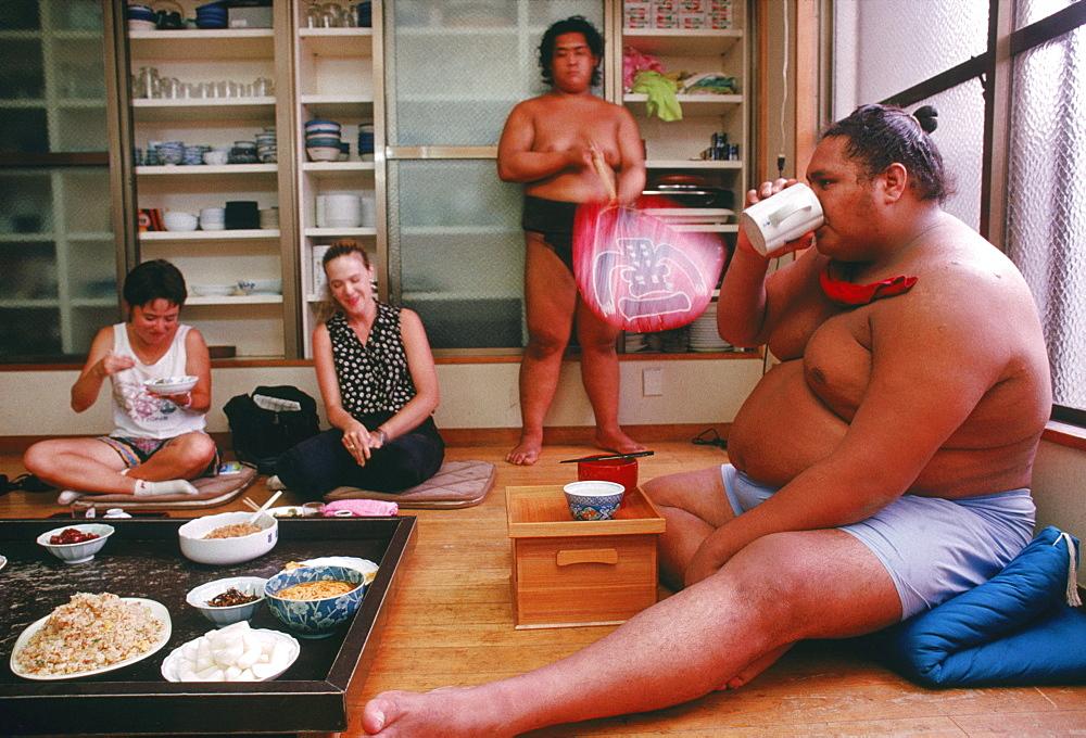 Akebono sharing meal, Japan, Tokyo, Azumazeki Baya.