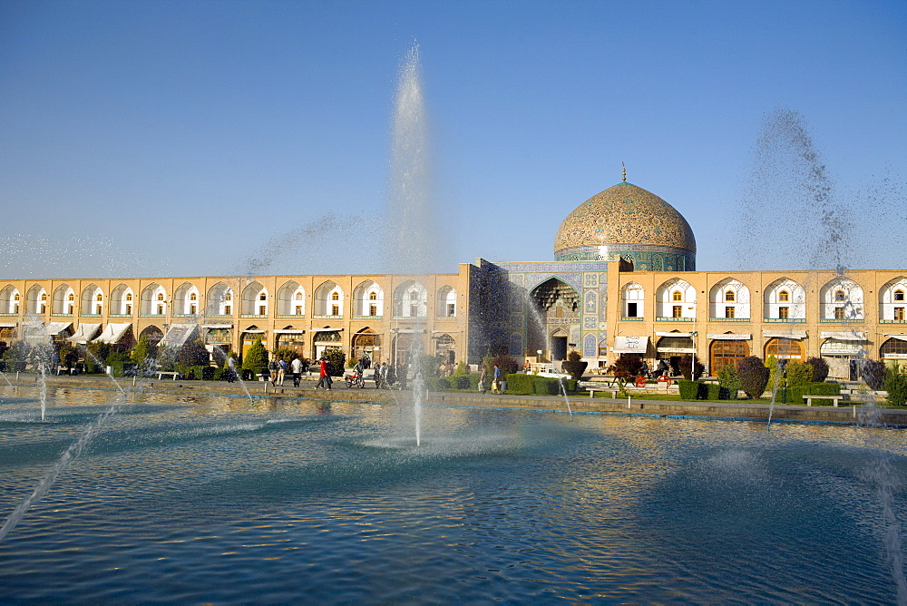 The Sheik Lotfollah Mosque and refelction pool in Emam Khomeini Square, Esfahan, Iran
