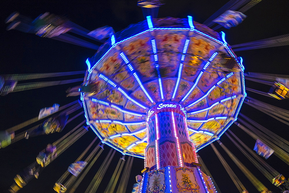 Chair Swing ride at Hamburger DOM funfair at night, St. Pauli, Hamburg, Germany