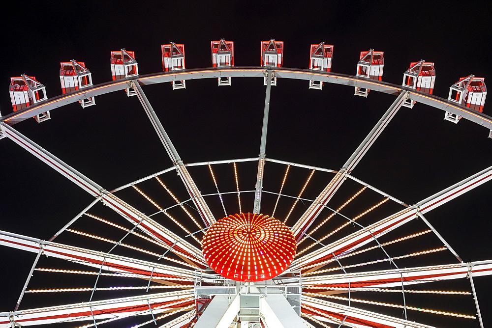 Illuminated Ferris Wheel at Hamburger DOM funfair at night, St. Pauli, Hamburg, Germany