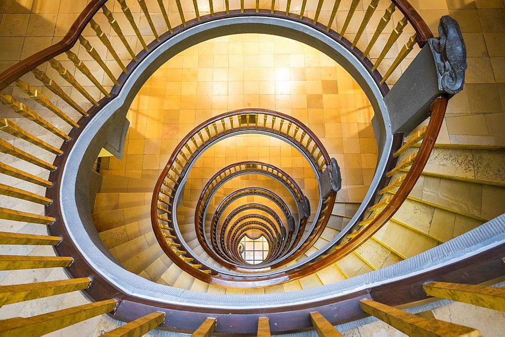 Spiral staircase inside Ballinhaus ( Meßberghof) office building built in 1924, Kontorhausviertel, Hamburg Altstadt, Hamburg, Germany