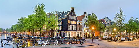 Corner of Prinsengracht and Blauwburgwal at night, Amsterdam