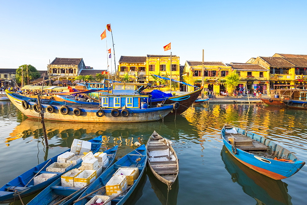 Boats on the Thu B?n River in front of Hoi An Ancient Town in late afternoon, Hoi An, Quang Nam Province, Vietnam