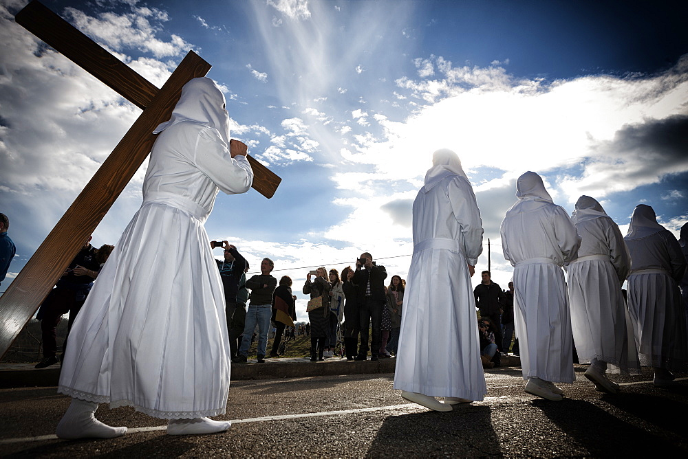 Bercianos De Aliste, Castilla and Leon, Spain. Traditional robed and hooded penitents from the 'Santo Entierro' brotherhood take part in a religious procession on Holy Friday in Bercianos de Aliste