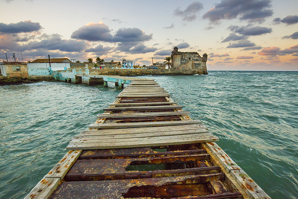 Cohimar wharf and castle near Havana