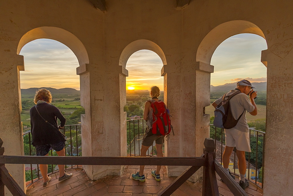 Three Toursits enjoy the view of Valle do los Ingenios from lookout tower