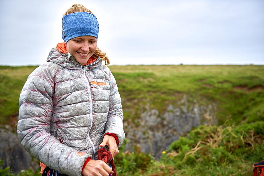 Professional climbers Jacopo Larcher, Barbara Zangerl, Roland Hemetzberger and Lara Neumeier on a climbing trip to Wales, UK. - 857-95528