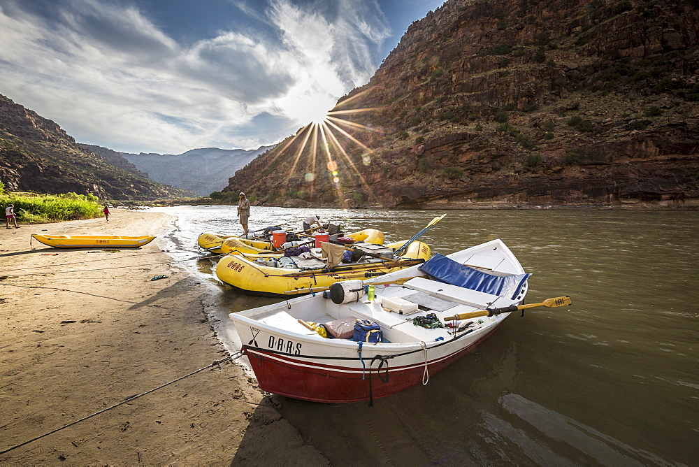 Boats line the shore during a Green river rafting trip, Desolation/Gray Canyon section, Utah, USA